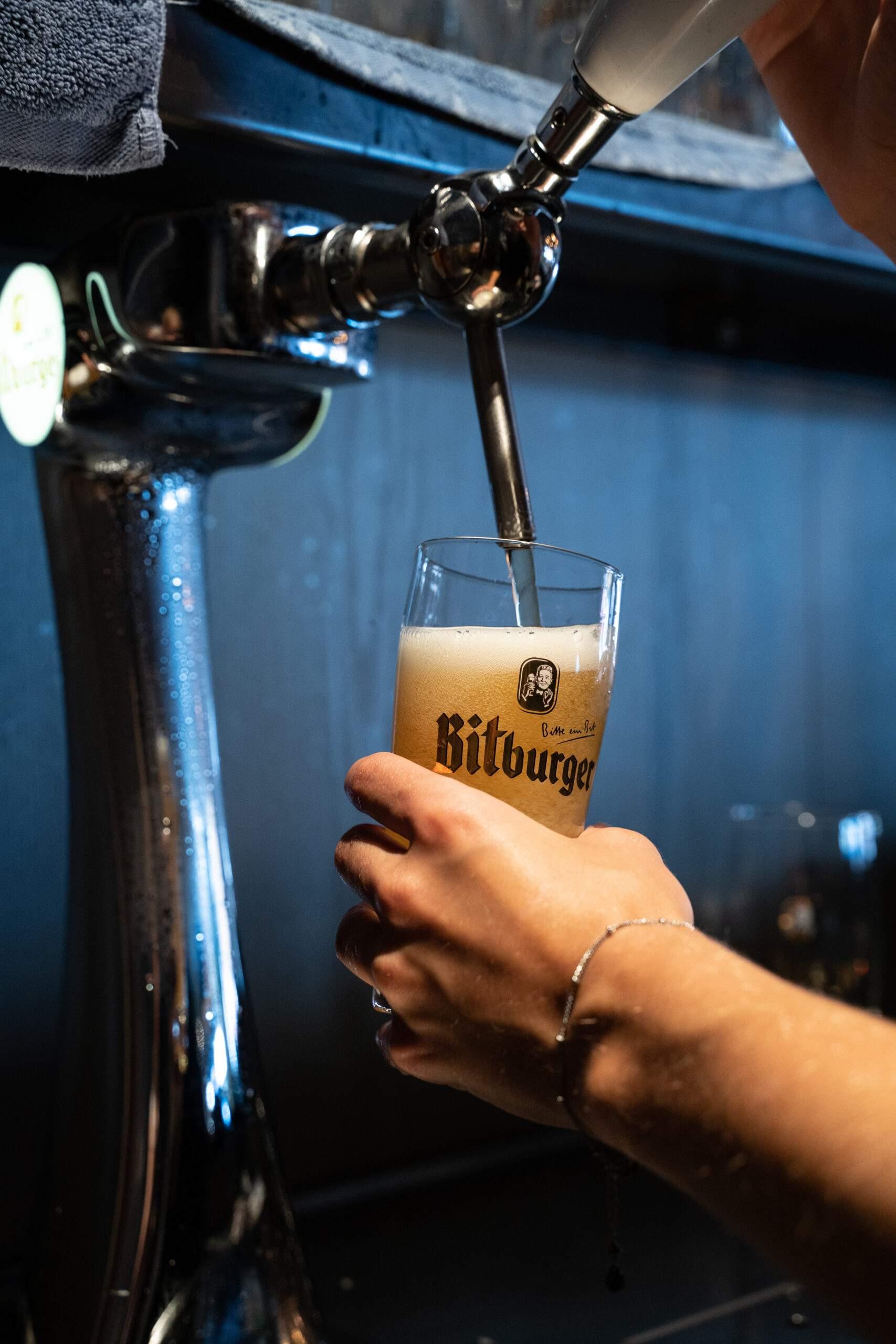 Bitburger biertje bij Nijkamp in Holten
